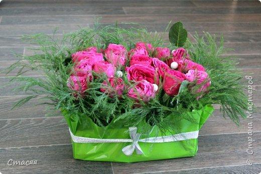Вот такой подарок для подруги получился. Всё как она любит - цветы, сладости и чай. фото 4