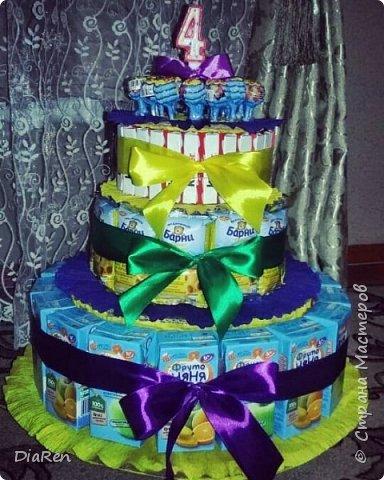 Торт в детский сад. Торт из соков и сладостей.