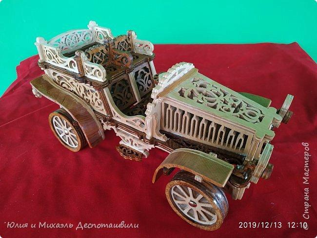 Автомобиль Михаэль выпилил из 6 мм фанеры. Длинна 30 см Высота 14 см Ширина 15 см