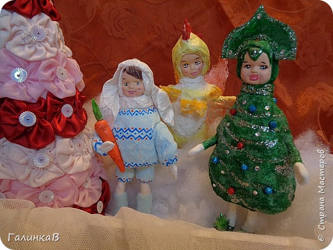 Доброго всем дня! Сегодня у меня еще троечка карнавальных детишек из ваты. А в конце еще кое-что. Сразу хочу извиниться за качество фото. На улице пасмурно, поэтому для хорошего фото просто не хватает света. фото 1