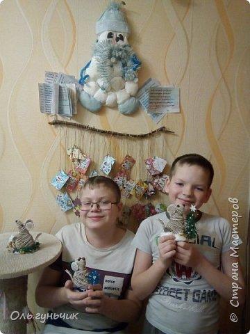 С наступающим новым годом всех жителей нашей чудесной страны!!! Хочу показать вам наших мышек, которые я со своим детьми сделала к празднику для наших бабушек... Вот такое трио...мечтательные мышки, загадывающие желание... фото 13