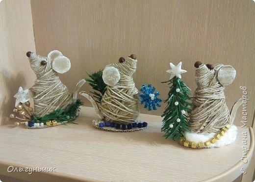 С наступающим новым годом всех жителей нашей чудесной страны!!! Хочу показать вам наших мышек, которые я со своим детьми сделала к празднику для наших бабушек... Вот такое трио...мечтательные мышки, загадывающие желание... фото 1