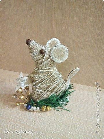 С наступающим новым годом всех жителей нашей чудесной страны!!! Хочу показать вам наших мышек, которые я со своим детьми сделала к празднику для наших бабушек... Вот такое трио...мечтательные мышки, загадывающие желание... фото 2