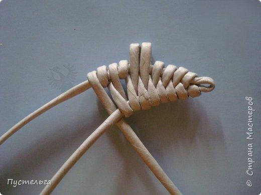 Шустрая крыска такая шустрая, потому что её можно очень быстро сделать. Для неё нужно всего 8 трубочек из бумажной полоски шириной 7см и клей.  Трубочки увлажните, чтобы они стали пластичными. фото 7