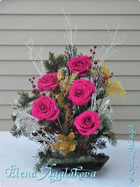 Добрый день! С наступающим Новым годом и Рождеством! Сегодня я к вам снова с композициями из живых цветов, на этот раз новогодними. Желаю в этот зимний день Тепла и Света, без затей... Пусть жизнь наполненной рекой течет счастливей и мудрей! Благополучия, Любви и новых творческих идей! фото 9