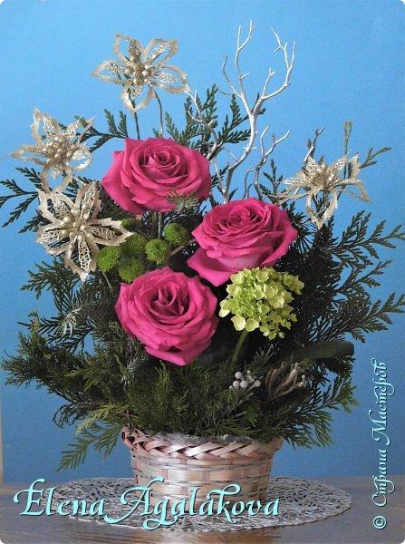 Добрый день! С наступающим Новым годом и Рождеством! Сегодня я к вам снова с композициями из живых цветов, на этот раз новогодними. Желаю в этот зимний день Тепла и Света, без затей... Пусть жизнь наполненной рекой течет счастливей и мудрей! Благополучия, Любви и новых творческих идей! фото 5
