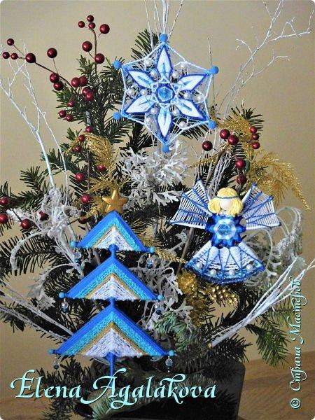 Добрый день! С наступающим Новым годом и Рождеством! Сегодня я к вам снова с композициями из живых цветов, на этот раз новогодними. Желаю в этот зимний день Тепла и Света, без затей... Пусть жизнь наполненной рекой течет счастливей и мудрей! Благополучия, Любви и новых творческих идей! фото 10