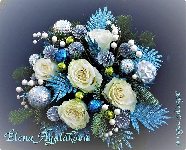 Добрый день! С наступающим Новым годом и Рождеством! Сегодня я к вам снова с композициями из живых цветов, на этот раз новогодними. Желаю в этот зимний день Тепла и Света, без затей... Пусть жизнь наполненной рекой течет счастливей и мудрей! Благополучия, Любви и новых творческих идей!