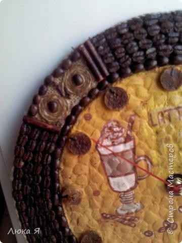 Кофейные часики, Внутри делала декупаж на яичной скорлупе, Циферблат из винной пробки. фото 3
