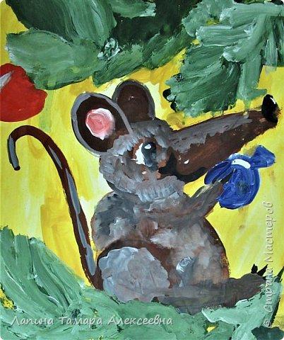 Приближается старый - новый год! Выставить мышек как раз есть возможность. Выполнялись работы в декабре, выставить не было возможности, а сейчас самое то время... Открывает нашу выставку работа Златы, 5 л. Хотела мышка украсить ёлку, но сидеть на веточке очень понравилось.