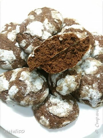 Доброго всем вечера! Сегодня испекла пряники шоколадные  с трещинками . Очень понравились,такие мягкие,воздушные,рецептик взяла  из инета,положила  в свою  копилку.  фото 2
