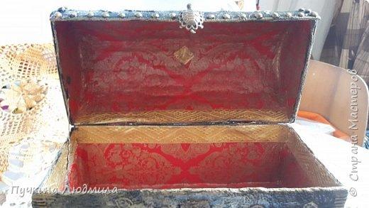 Сделала себе новый сундучок...картонная коробка, украшение  кружева, горох, гофрокартон, фурнитура - бронза.... Вид спереди.... фото 4
