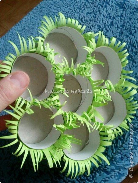 Вот в такой травке будут лежать пасхальные яйца. А делать мы будем подставку из картонных трубочек от туалетной бумаги. фото 11