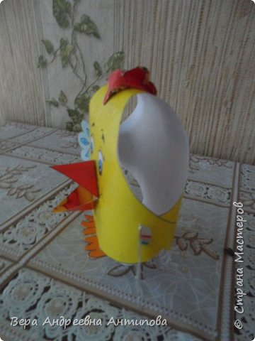 Всем доброго дня! Вот такая пасхальная композиция получилась у нас с внучкой.Всех с Пасхой! Мира и радости вам! Веточки вербы настоящие, яички из картона и подручного материала.))))И цыпленок из бумаги.  фото 5