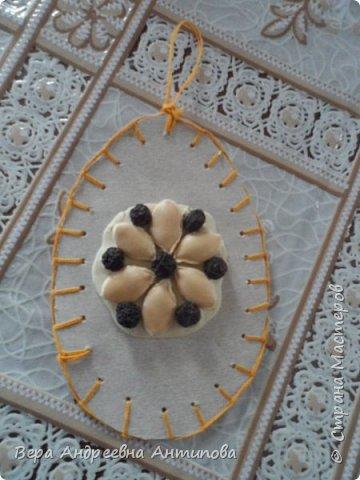 Всем доброго дня! Вот такая пасхальная композиция получилась у нас с внучкой.Всех с Пасхой! Мира и радости вам! Веточки вербы настоящие, яички из картона и подручного материала.))))И цыпленок из бумаги.  фото 6