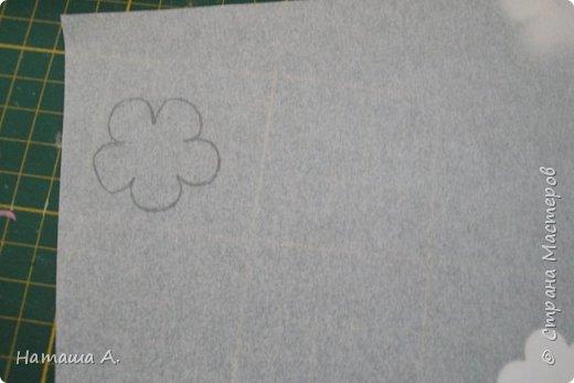 Вот для такой ветки мне нужны стали бумажные цветы. Подходящего размера в запасе нет, значит нужно сделать.  Взяла белую акварельную бумагу, акварельные краски, нитки № 10 (толстые), клей ПВА и типа Дракон, манную крупу, ручку с круглым концом (у меня булька, специальная палочка для тиснения, стек) . фото 4