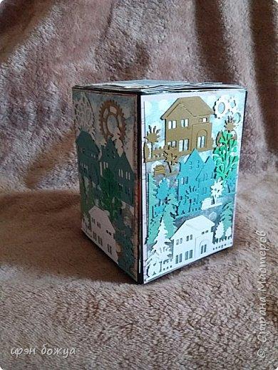Всем здравствуйте.Сегодня у меня задекорирована чайная коробочка. Коробка для упаковки подарка. В подарок куплен ремень для старшего сына. В качестве декора использовала различные вырубки. Сын работает в ЖКХ, поэтому на коробочке дома, деревья, шестеренки и т.п. Смотрим.