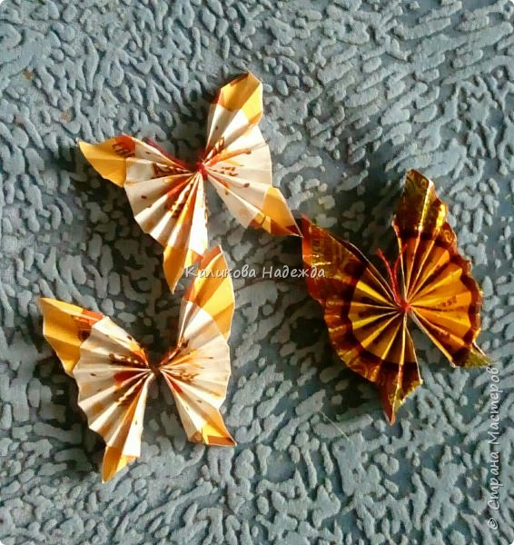 На просторах интернета наткнулась на симпатичных бабочек, которые делаются просто, но смотрятся оригинально. Попробуем сделать? фото 14