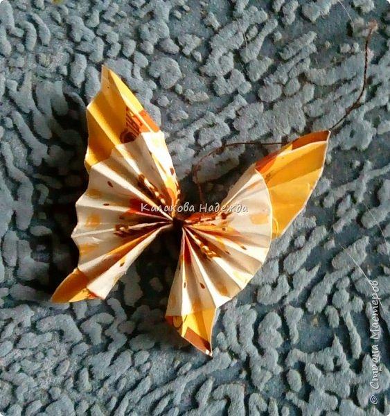 На просторах интернета наткнулась на симпатичных бабочек, которые делаются просто, но смотрятся оригинально. Попробуем сделать? фото 13