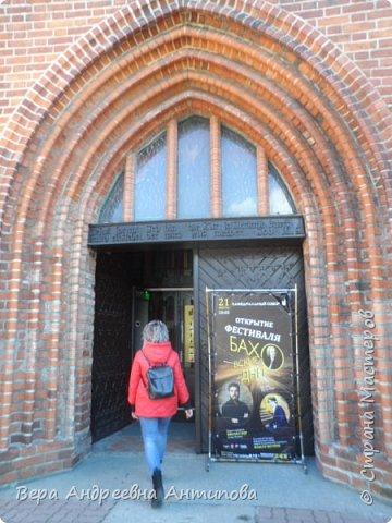 Всем доброго дня! Наконец-то появилось свободное  время, чтобы продолжить свое путешествие по Калининграду, которой я посетила с дочками и внучкой еще начале  марта. И так , после посещения Калининградского зоопарка мы отправляемся гулять по городу. Первой достопримечательностью, которую мы встретили на пути, был Калининградский областной драматический театр.Он построен уже после войны- в 1947 году.  фото 40
