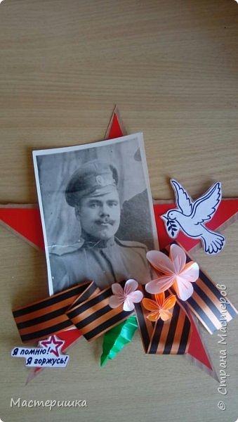 На фотографии бравый солдат! Гурьев Иван Владимирович - это мой прапрадед. Он родился в 1893 году. Прошёл Первую мировую, Гражданскую, Вторую мировую. Дошёл до Берлина. На войне потерял сына. Усы носил как у Будённого, и служил у него.