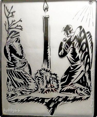 """Не мсти врагу за оскорбление, Вражду любовью погаси, И в Божий храм, до примиренья ,Своих даров не приноси. Любя лишь тех, кто вас лелеет, Вы мните Богу угодить; Но и язычники умеют Взаимно любящих любить. А ты, - ты братския объятья Тебя клянущим простирай, И не проклятьем за проклятье,  -Благословеньем воздавай! Творец ваш солнце зажигает И множество светил ночных, И с неба дождь ниспосылает Равно для добрых и для злых; Так ты и доброму и злому  Учись, как Он благотворить, И будешь сыном Всеблагому, И жизнью вечной будешь жить! Не осуждай в паденьи брата, И ты не будешь осужден! Он не погибнет без возврата Бог скажет:"""" Встань!""""- и встанет он, Ты в глазе брата замечаешь Сучек ничтожный, сор и прах, А сам бревна не ощущаешь, Безумец в собственных очах! О наш всеобщий Примиритель! Спаси, прости моих врагов; И мне будь грешному Спаситель, Не помяни моих долгов. Никто со мной в грехах не ровен  Безмерно, Боже я виновен! (М. Погодин)"""