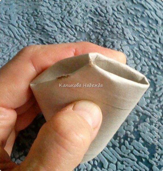 Добрый день! Сегодня научимся делать скворечник из бросового материала- втулки от туалетной бумаги. фото 6
