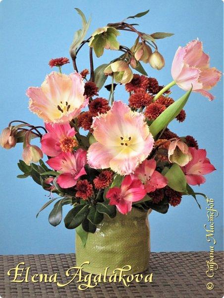 Добрый день! У нас в Калгари в этом году весна вступает в свои права очень медленно... поэтому особенно хочется цветов и красок! Я уже третий год занимаюсь цветочным дизайном. Очень люблю цветы, травки-муравки, деревья и вообще все растения. Очень увлекательно работать с цветами! Дома делаю оранжировки из того что под рукой, беру цветы которые найду, даже полевые и из своего садика. Начали появляться первые цветы в моем садике, чему я очень рада, поэтому в композициях можно увидеть и медуницу и примулы и даже пролески...  разные веточки, травинки... использую в основном цветы из цветочного магазина где работаю. Делюсь красотой!   фото 13