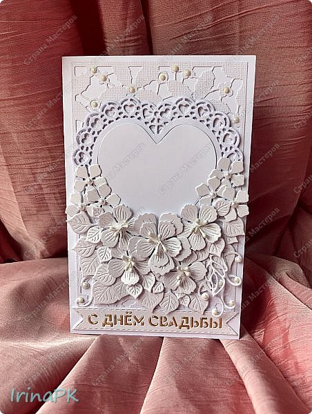 Эту открытку делала еще осенью на свадьбу дочери моей сменщицы по ее просьбе. Она просила, чтобы открытка была с фото и внутри с кармашком для денег. Получилась вот такая. В сердечке фото молодой пары, но не в свадебном наряде, а на отдыхе. Это был сюрприз для молодоженов. После свадьбы можно было поменять фото, вырезав по сердечку, которое прикрывает фото, и приклеить внутрь. С фото показать не могу. На создание этой открытки меня вдохновила открытка Ирины Голубки, очень нравятся ее работы, всегда у нее учусь. Спасибо огромное ей за это!!! фото 10