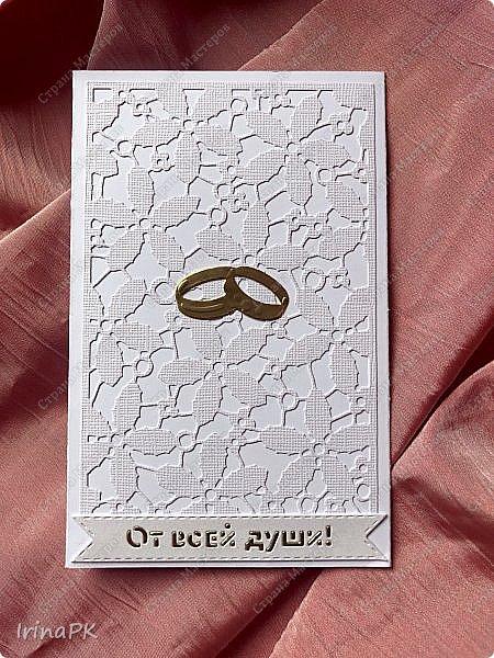 Эту открытку делала еще осенью на свадьбу дочери моей сменщицы по ее просьбе. Она просила, чтобы открытка была с фото и внутри с кармашком для денег. Получилась вот такая. В сердечке фото молодой пары, но не в свадебном наряде, а на отдыхе. Это был сюрприз для молодоженов. После свадьбы можно было поменять фото, вырезав по сердечку, которое прикрывает фото, и приклеить внутрь. С фото показать не могу. На создание этой открытки меня вдохновила открытка Ирины Голубки, очень нравятся ее работы, всегда у нее учусь. Спасибо огромное ей за это!!! фото 7