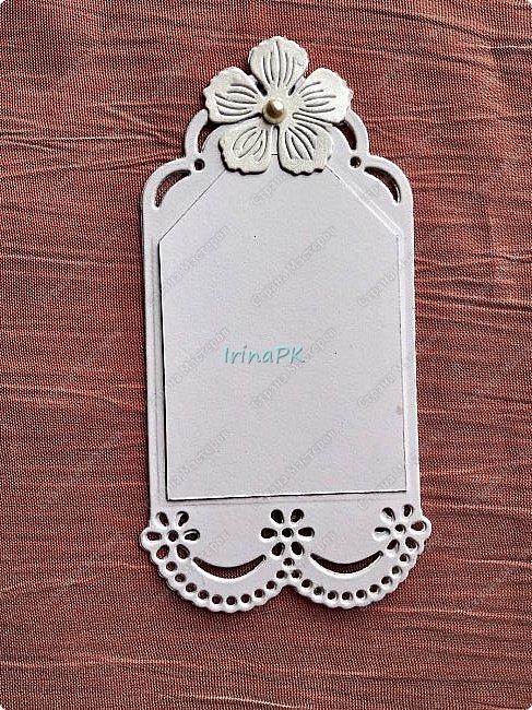 Эту открытку делала еще осенью на свадьбу дочери моей сменщицы по ее просьбе. Она просила, чтобы открытка была с фото и внутри с кармашком для денег. Получилась вот такая. В сердечке фото молодой пары, но не в свадебном наряде, а на отдыхе. Это был сюрприз для молодоженов. После свадьбы можно было поменять фото, вырезав по сердечку, которое прикрывает фото, и приклеить внутрь. С фото показать не могу. На создание этой открытки меня вдохновила открытка Ирины Голубки, очень нравятся ее работы, всегда у нее учусь. Спасибо огромное ей за это!!! фото 8