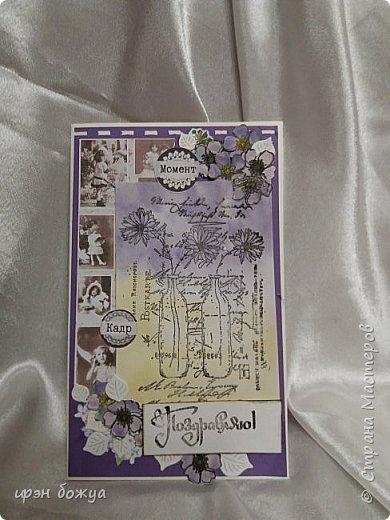 Эта открытка сделана другим штампом. Она отправилась поздравлять даму за 60. Добавила немного скрапбумаги, рисованных цветов и листиков-вырубки.