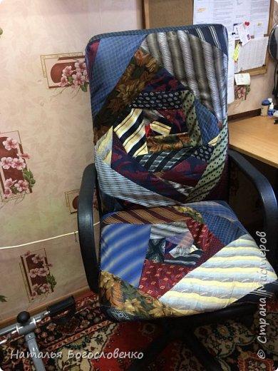 Кресло  из галстуков фото 1