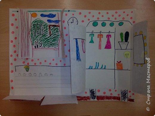 Рисунок с открывающимися дверками очень интересен в творчестве детям. Он позволяет проявить воображение и вкусовые дизайнерские особенности. Для работы необходимы: Бумага, Клей, Ножницы, Карандаши, Фломастеры. фото 6