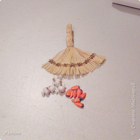 """Для сравнения показываю два веничка, на одном из которых перчики выполнены из пластика. Думаю, что """"натуральный"""", т.е почти натуральный, нисколько не уступает)))))) фото 12"""