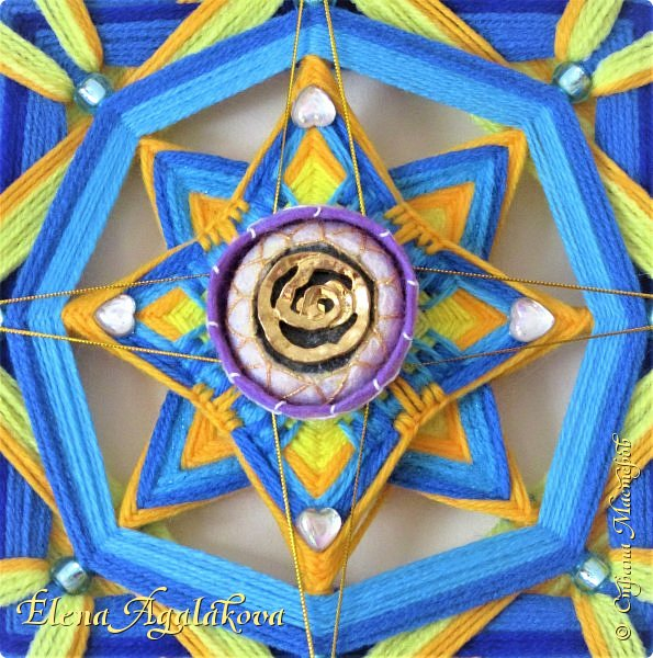 """Давно не создавала новых постов в СМ...  Время для всей Земли сейчас нелегкое и творчество помогает нам всем жить и находится в ресурсе, гармонии, наполняет нас энергией! Моя новая мандала """"Пятый элемент"""" 93 см. Если кто видел фильм """"Пятый элемент"""" то очень перекликается. По краям четыре элемента - Земля, Вода, Огонь, Воздух.  В центре Пятый элемент - Разумное гармоничное существо связанное со всеми четырьмя стихиями в совершенном взаимодействии. Этот гармонизатор теперь помогает мне в осмыслении реальностей нового времени. фото 2"""
