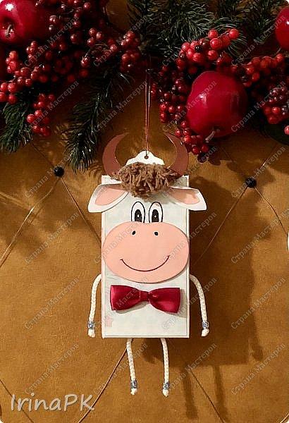 Всем добрый день! Приближается Новый 2021 год - год Быка. Конечно мы к нему всегда готовимся заранее - делаем подарки родным, близким, друзьям. Многие любят дарить друзьям шоколад в упаковке, сделанной своими руками.  Мне пришла идея сделать эту упаковку с символом этого года - Бычком. Посмотрите, что получилось. Мастер-класс для Вас!