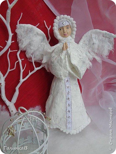 Добрый всем день! Вчера закончила своего рождественского Ангела из ваты. Попросили сделать в Воскресной школе Ангела для детского рождественского спектакля. Долго думала как сделать, из чего. Просмотрела кучу картинок в Интернете и все-таки решила - будет мой Ангел из ваты!  Нужно было что-то легкое и небольшое. По сценарию, ангел висит на елке, а потом превращается в настоящего.  А легкое по весу - это только вата!