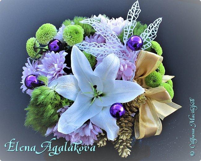 Добрый день! С наступающим Новым годом и Рождеством!  Сегодня я к вам снова с композициями из живых цветов, на этот раз новогодними. фото 3