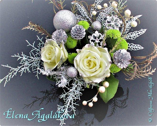 Добрый день! С наступающим Новым годом и Рождеством!  Сегодня я к вам снова с композициями из живых цветов, на этот раз новогодними. фото 1
