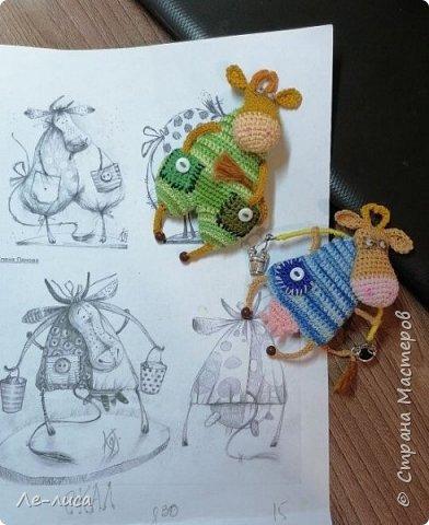 Люблю вязать мелочь. Люблю придумывать истории про своих вязаных питомцев. К году Быка у меня собралась небольшая коллекция парнокопытных. фото 3