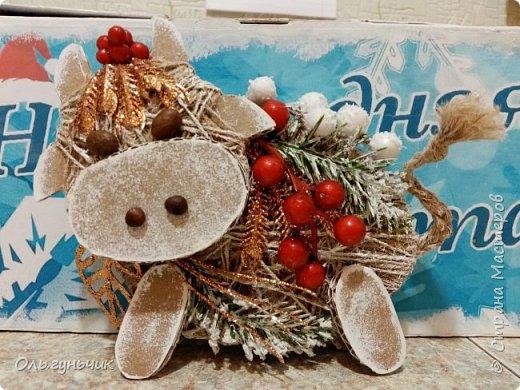 Всем доброго вечера! У нас с детьми сегодня день новогодней поделки. И я хочу показать какие бычки у нас получились))) Ну и несколько фото в процессе...