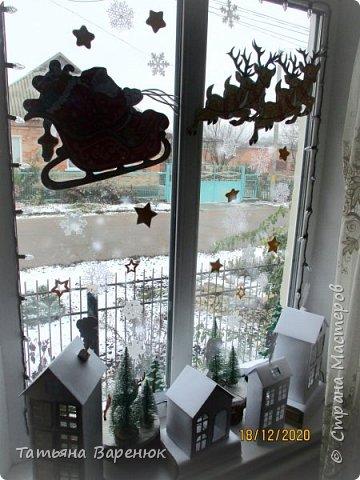 А Тем Временем Декабрьское Настроение Плавно Перерастало в Новогоднее...🎅🍊🍫❄🎄🎁⛄✨  Ура!!! Наши окна готовы встречать Новый год!!!😄✨❄🎄🎅⛄ Вот такую зимнюю сказку создали мы вместе моим любимым сыночком...👩👦💖🎨✂✏📐  Мы верим в чудеса и сказки, Зимой особенно их ждём... Не закрывайте, люди, двери - Пусть волшебство войдёт в ваш дом...✨🌙🎅🏠🎄🎊  Новогоднее чудо можно ждать, а можно создавать своими руками!!! Не ждите у моря погоды. Создавайте свою погоду сами, как внутри себя, так и вокруг! 😘🌙✨🏠🎄⛄   фото 16