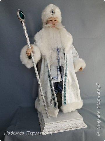 Добрый Дедушка Мороз размером 60 см, сделан из запекаемого пластика, использованы в работе натуральные качественные дорогие материалы, сделан с душой.