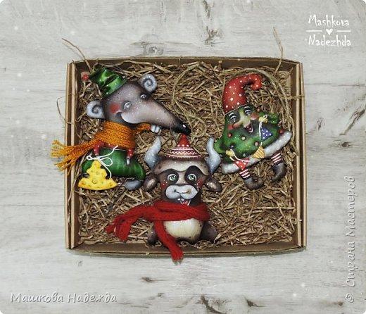 Набор ёлочных игрушек: Символ уходящего года - Крыса, Символ наступающего года - Бык и вечный новогодний символ - Ёлка фото 1