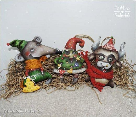 Набор ёлочных игрушек: Символ уходящего года - Крыса, Символ наступающего года - Бык и вечный новогодний символ - Ёлка фото 2