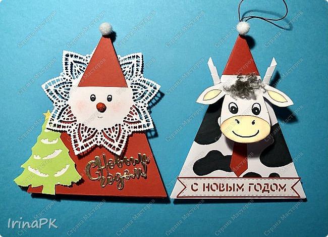Новый год для многих из нас, пожалуй, самый волнительный и желанный праздник. Это праздник, к которому мы готовимся заранее и ждем с нетерпением. Каждый год он заставляет нас вновь поверить в сказку. Предлагаю Вам сделать индивидуальные поздравительные карточки, обычно их используют на свадьбах для рассадки приглашенных, но у нас они будут треугольные и в виде Бычка – символа наступающего 2021 года. Это могут быть личные пожелания для каждого члена вашей семьи индивидуально, которые будут приятны каждому. Эти поздравления можно расставить на столе, а можно повесить на елку, сделать именными и пусть каждый отыщет свое.  фото 38