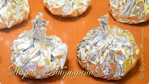 """С наступающим Новым годом, дорогие!! Делюсь с вами замечательными рецептами. Готовлю вот такое вкусное мясо на Новый год.   Все Мастер-Классы с большим количеством фото и подробным описанием рецепта есть на моем канале в ДЗЕН - МАРИНА ЗАБРОДИНА  1. Ребрышки по- канадски: ребрышки - 1,5 кг. лимон - 1/2 шт. яблочное пюре - 130 гр. кетчуп - 130 гр. чеснок - 3 зуб. соевый соус - 4 ст.л паприка - 1 ч.л корица - 1/2 ч.л сахар коричневый - 2 ст.л  2. """"Бомбы"""" с грибами и курицей  Филе грудки курицы - 900 гр. Шампиньоны - 400 гр. Лук репчатый крупный  - 2 шт. Сливки густые (20 или  30 % жирности) - 100 мл. Сыр - 100 гр. Соль - 1 ч.л для мяса + 0,5 ч.л в грибную начинку Приправа для курицы - 0,5 ч.л Сушеный чеснок - 1 ч.л  3. Куриное филе """"по-царски"""" 850 гр. куриного филе  Для маринада: 2 ст.л. соевого соуса  1 ст.л. растительного масла без запаха 1 ст.л. меда 1 ч.л. специй для курицы  1 ч.л. паприки  1/2 ч.л. соли 3 зубка чеснока  Начинка: 100 гр. сыра (у меня 50 гр. полутвердый + 50 гр. пармезан) 50 гр. красного сладкого перца  1 луковица (обжарить на растительном масле) зелень для подачи  Видео рецепт Вы можете посмотреть тут. Я как всегда желаю Вам приятного аппетита, готовьте с удовольствием!"""