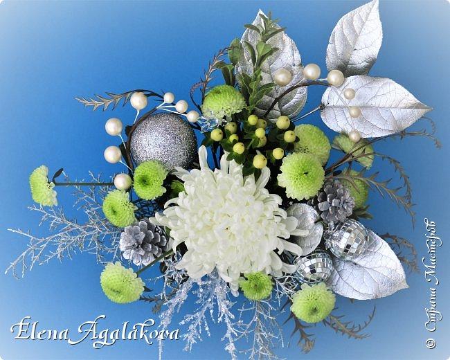 С наступающим Новым годом и Рождеством! Еще немного новогодних композиций из живых цветов от меня для поднятия настроения! Всем желаю здоровья и душевного равновесия! фото 2