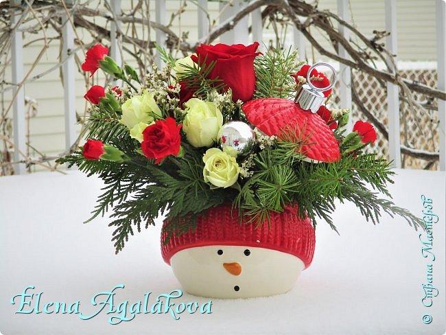 С наступающим Новым годом и Рождеством! Еще немного новогодних композиций из живых цветов от меня для поднятия настроения! Всем желаю здоровья и душевного равновесия! фото 5